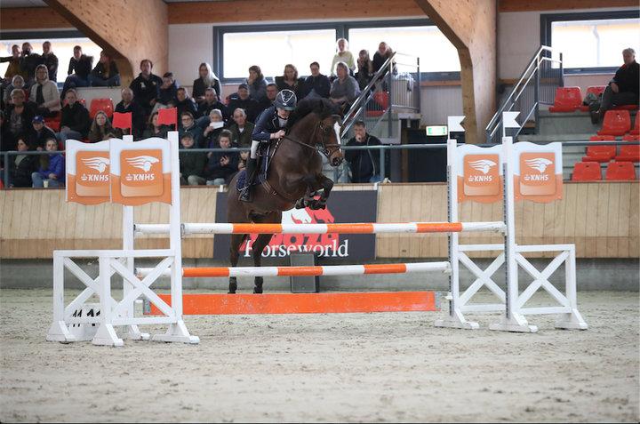 Sara van den Hout   Jumping NL